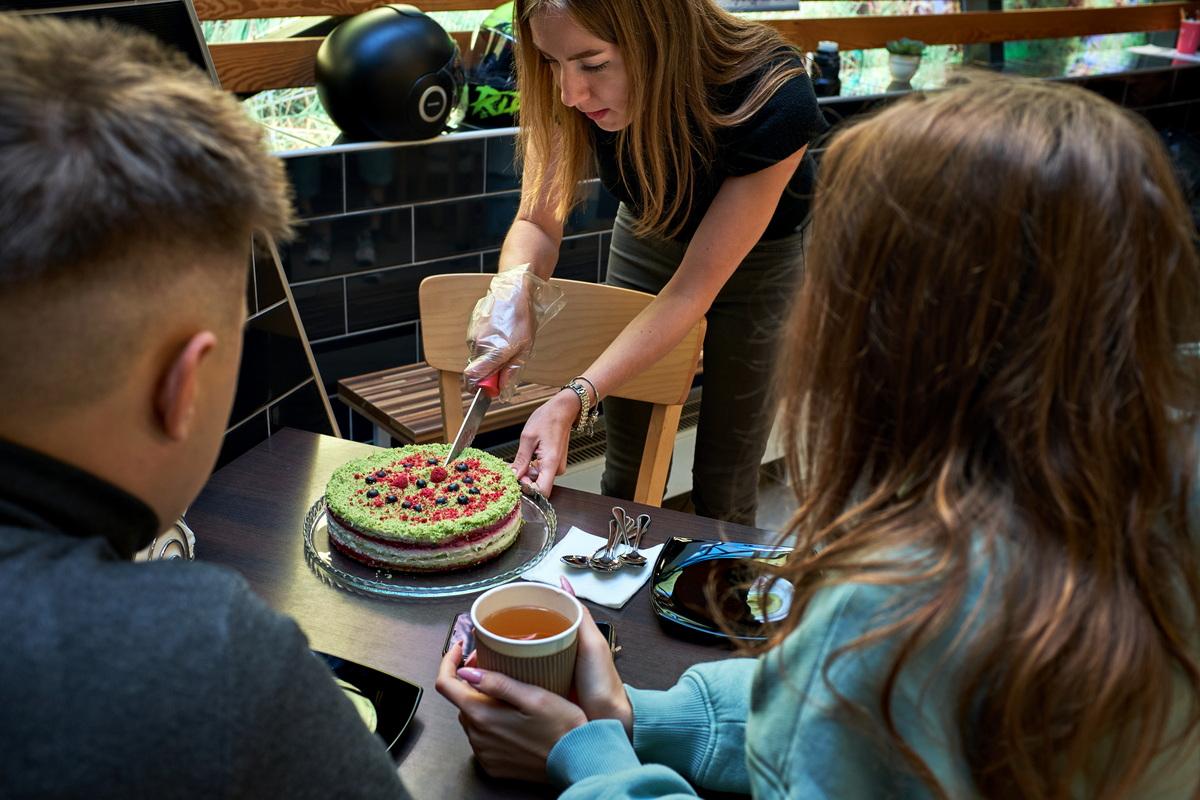 Как прошла первая открытая дегустация тортиков Salad Drive